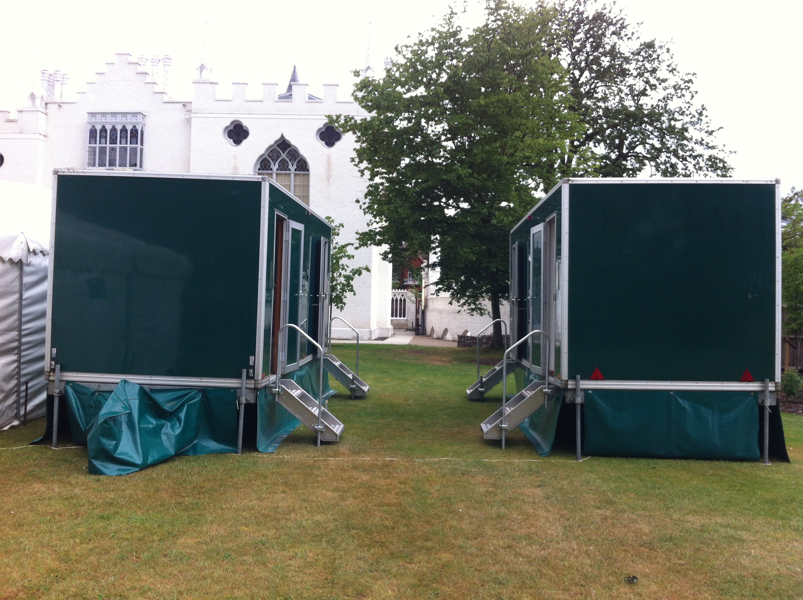 Deluxe loos luxury portable toilets luxury loos photo Deluxe portable bathrooms